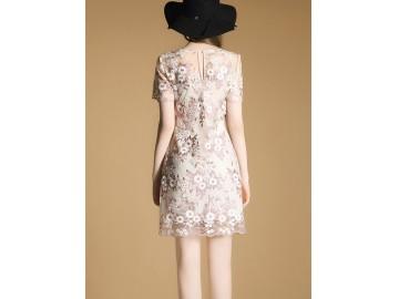 Vestido Curto de Renda Design em Rosas - Rosa Claro